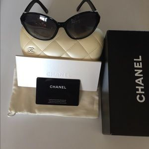 Chanel Collection Pearl Sunglasses Carry Case